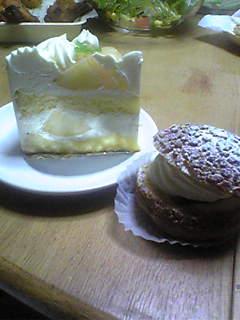 桃のショートケーキと生シュー