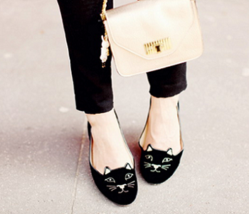 当ブログに『シャーロット・オリンピア』や『猫モチーフ 靴』で検索して来てくれる方が多いです