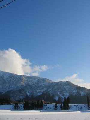 新潟県南魚沼市の田んぼの雪景色