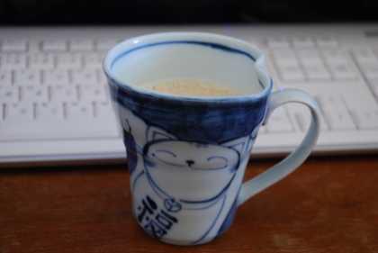 お気に入りのカップでロイヤルミルクティ