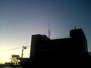 夜明けの葛飾区役所