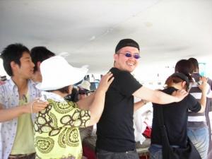 ファルーカの中でヌビア民謡。みんなで踊る。