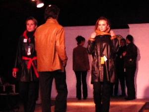 革製品の店のファッションショー