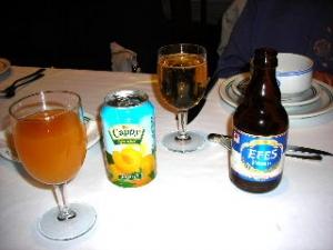 トルコのビールと杏子のジュース