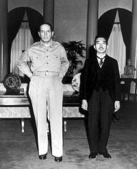 昭和天皇とマッカーサー