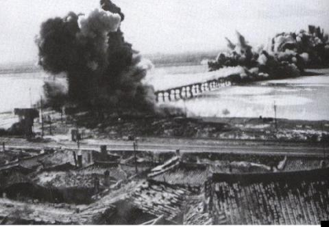 漢江人道橋爆破1