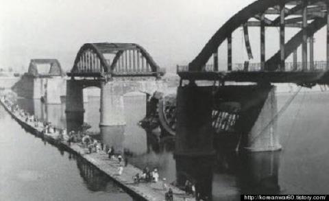 漢江人道橋爆破2