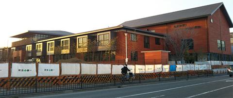 建設中の瑞穂の國記念小学院 - Google マップ