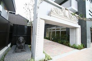 ライオンズタワー岡山表町 入口オブジェ