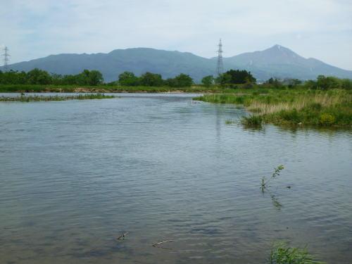 会津大川から会津磐梯山を望む