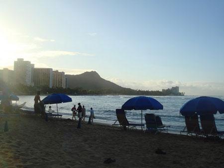 ハワイ、ワイキキビーチよりダイヤモンドヘッドを望む