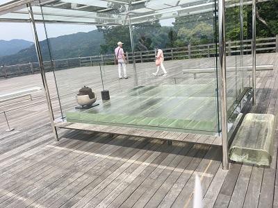 ガラス茶室2
