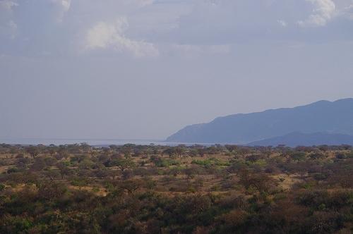ナトロン湖が遠くに見える