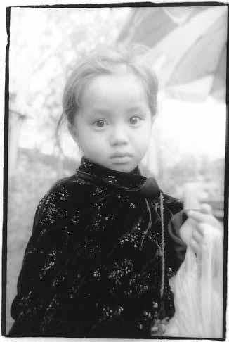 みちくさ28号 モン族の少女