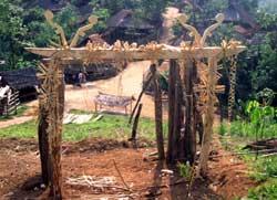 97号 アカ族の門ロッコン1