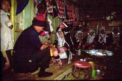 56号 アカ族の住居�2