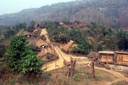 55号 アカ族の住居�1