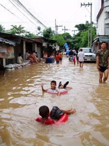 洪水でも楽しむぞ