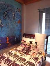 友人が書いてくれた壁の絵画(ゲストルーム)