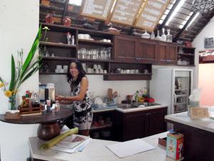 自宅にカフェとショップをオープンしたトリチャダー・スラウェンさん