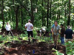 2週間前から植林の準備をしてくれていた欧米人ボランティアたち