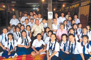 ブンスームさんと中学生たち