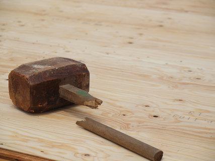 壊れた木槌