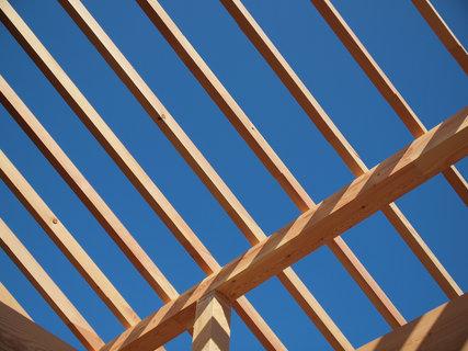 青空と垂木と母屋