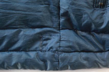 擦り切れて穴のあいたPatagonia Down Sweater