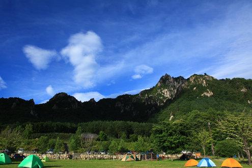 みずがき山自然公園から瑞牆山を望む