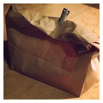紙袋のパン