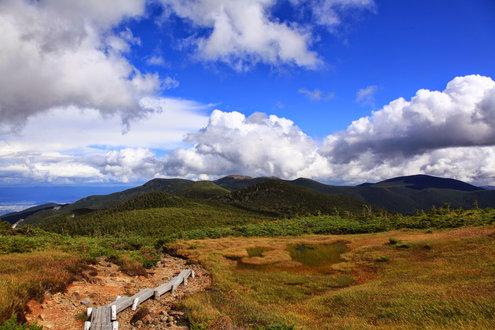 昭元山から東大巓の稜線