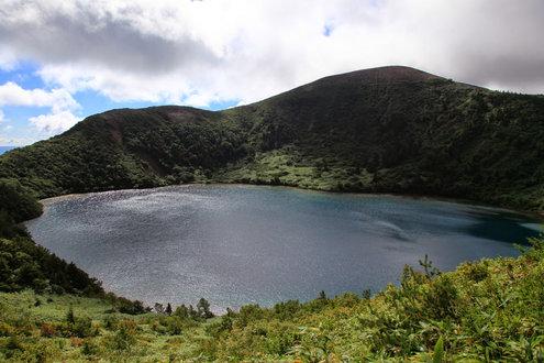 一切経山の反対側からの五色沼
