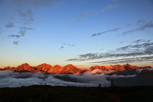 槍ヶ岳と穂高連峰のモルゲンロート