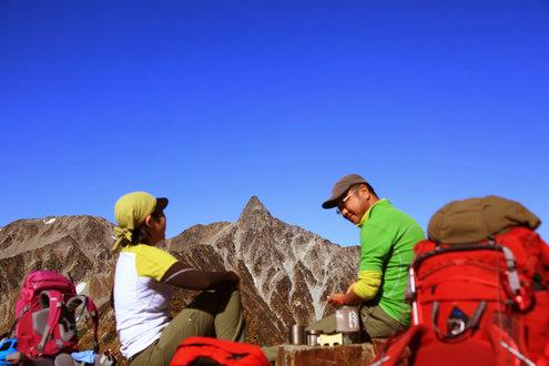 ヒュッテ西岳で小休止