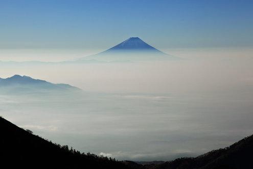 中岳のコルから望む富士山