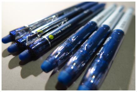 ブルーブラックのフリクションペン