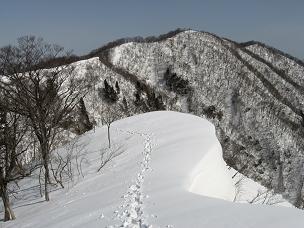 黒津山雪庇200302