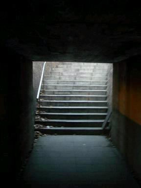 トンネル階段