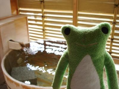 カエルと露天風呂