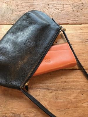 f8dcc05b775e 長財布も余裕で収まるサイズです。