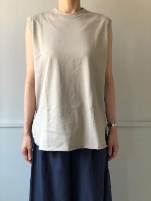 0a2321f253ce2 詰まった首元も一枚着で使いやすいデザインです。