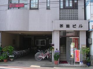 亀岡駅前校 玄関