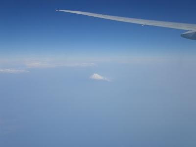 天高く雪冠る山