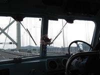 関門橋を渡る日野BA14