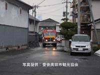 昭和ロマン蔵の横を試走する日野BA14