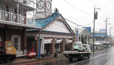 雨の中、キャリアカーに乗って鳥取市に向かうダイハツ・ミゼットMP4