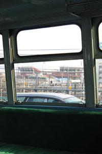 荒神陸橋上、窓越しに新広島市民球場を望む
