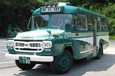 鳥取県岩美町のボンネットバス・いすゞBXD30 (富士重工業・1965年製) 2006年8月11日、城原海岸駐車場において