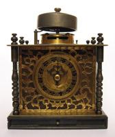 和時計の一種、「枕時計」です。